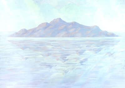 Morgana n.3: il dipinto rappresenta la misteriosa isola di Morgana immersa nel mare tra i banchi di nebbia.