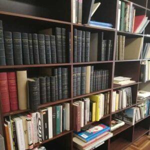 Foto di una libreria.