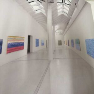 I quadri di Carlo Battaglia esposti in una mostra.